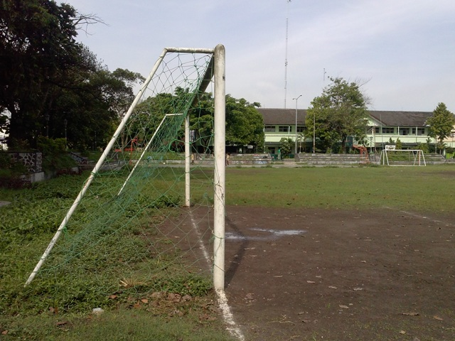 Lapangan Minggiran South End, Looking West - small