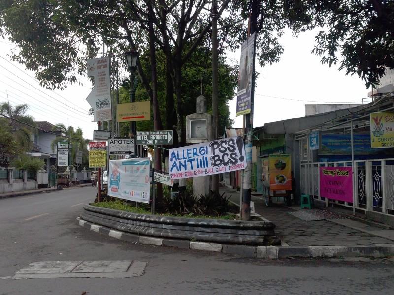 30. Corner of Jl.Suryodiningratan and Jl.Panjaitan, December 2014 (Andy Fuller)