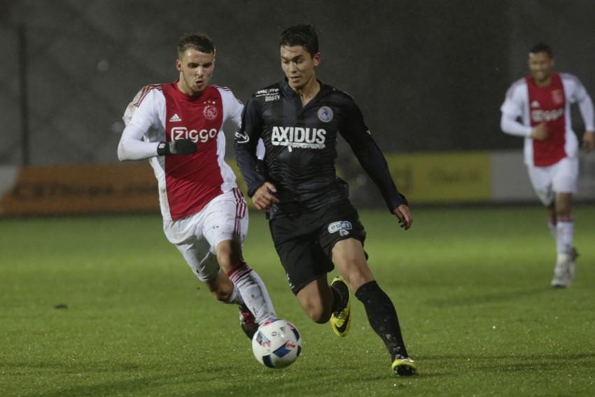Amsterdam - voetbal - Jong Ajax - Sparta Rotterdam in Stadion de Toekomst - (7) Robert Muric - Kenneth Dougall - slecht weer - regen - foto Carla Vos/Cor Vos © 2015